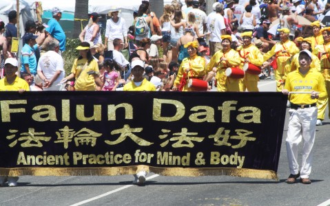 Huntington Beach Parade - Falun Dafa
