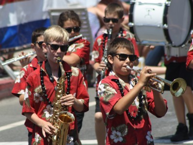 Huntington Beach Parade - OCLYB Orange County Lutheran Youth Band