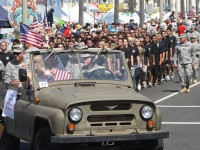 Huntington Beach Parade - Thomas Hansbarger