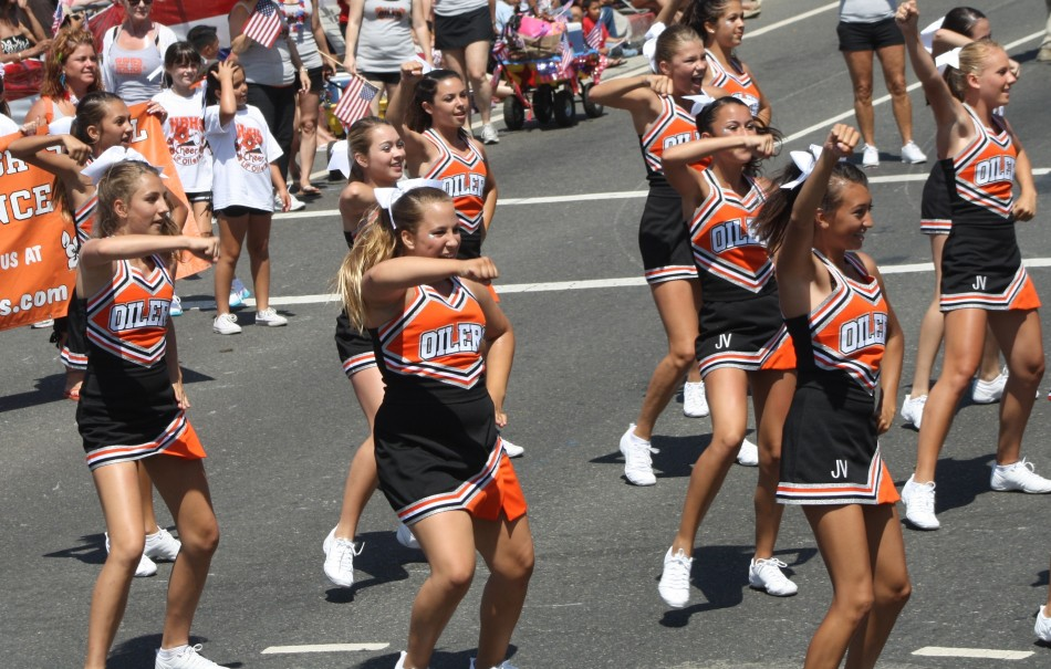 Huntington Beach Parade - Huntington Beach High School Cheerleaders