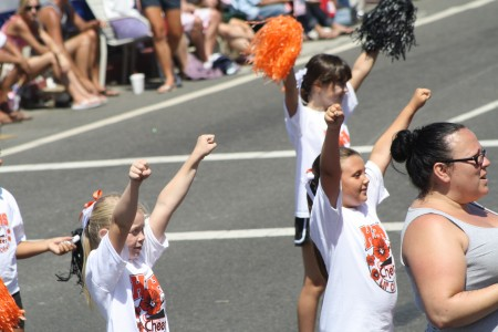 Huntington Beach Parade - Huntington Beach High School Cheer Dance