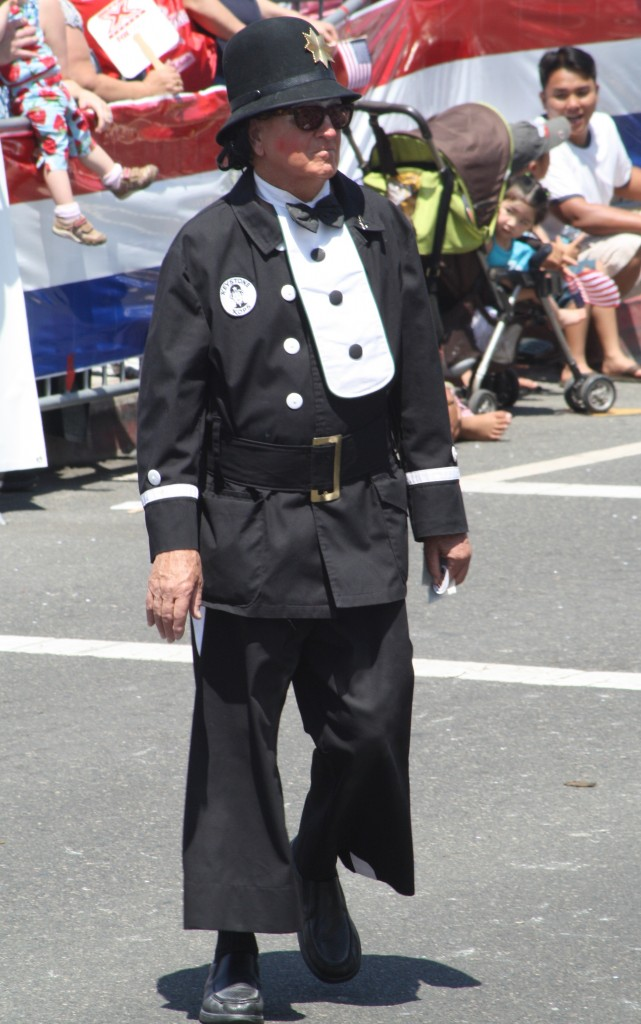 Huntington Beach Parade - El Bekal Shrine Temple Clown Cop