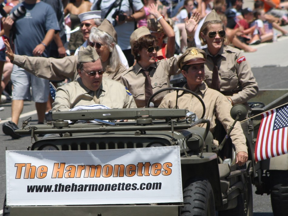Huntington Beach Parade - Noble Cause Foundation The Harmonettes