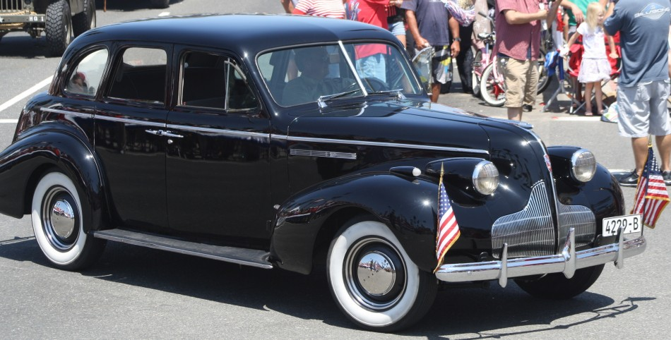 Huntington Beach Parade - Noble Cause Foundation Vintage World War Two Automobile